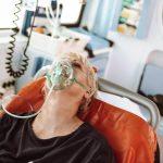 Ministerul Sănătăţii recomandă verificarea regulată a tensiunii arteriale, descurajarea fumatului şi a consumului de alcool