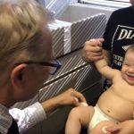 VIRAL: Un doctor hazliu și un bebeluș de 6 luni