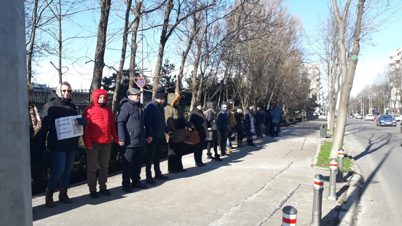Protest al pacienților în fața Spitalului Județean Constanța