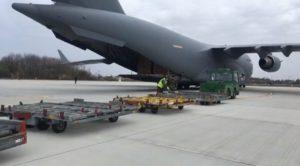 45 de tone de echipamente medicale din Coreea de Sud au fost aduse cu o aeronavă a NATO.